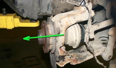 Вынимаем привод из ступицы на Volkswagen Golf IV