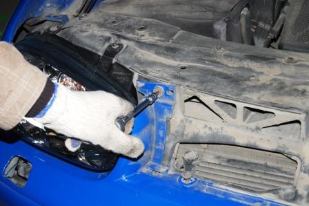 Снимаем решетку радиатора Volkswagen Golf IV