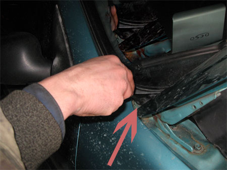 Снимаем пластиковую защиту Chevrolet Lanos