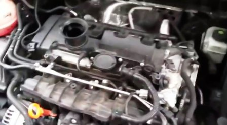 Снимаем крышку на двигателе Volkswagen Passat B6 FSI
