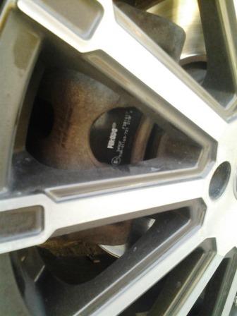Закрываем суппорт и устанавливаем переднее колесо Nissan Note