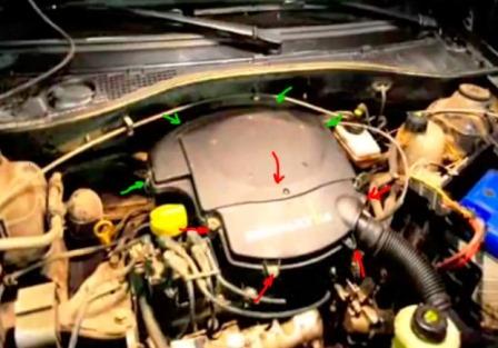 Откручиваем крышку воздушного фильтра на Renault Logan