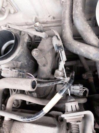Отключаем датчик от заслонки Renault Logan