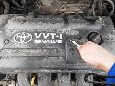 Правый болт защиты двигателя Toyota Corolla E12
