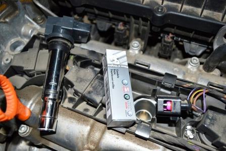 Снимаем катушку зажигания Volkswagen Polo Sedan 1.6