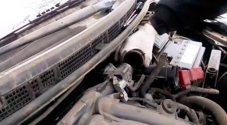 Снятая гофра Nissan Tiida