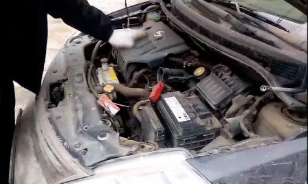 Снятый воздухозаборник на Nissan Tiida