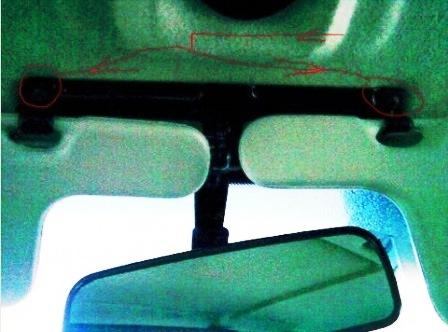 Откручиваем болты крепления солнцезащитных козырьков ВАЗ 2114