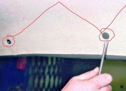 Снимаем пистоны крепления обивки крыши ВАЗ 2114