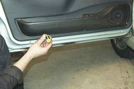 Откручиваем подиум двери ВАЗ 2115