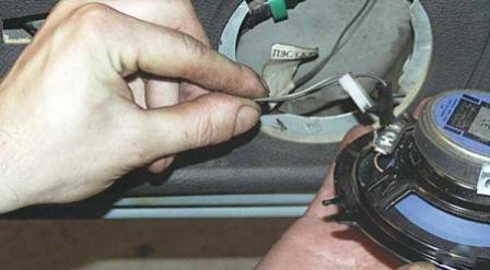 Снятие динамика передней двери ВАЗ 2115