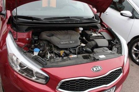 Снятие и замена воздушного фильтра двигателя Kia Ceed