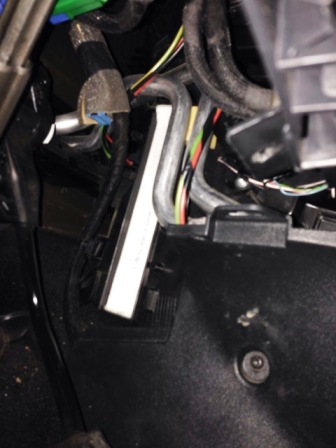 Устанавливаем новый салонный фильтр Citroen C5