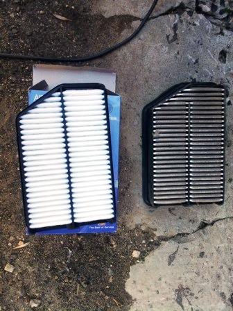 Вынимаем воздушный фильтр двигателя Kia Sportage 3