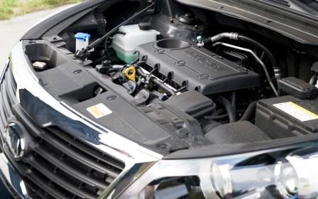 Снятие и замена воздушного фильтра двигателя Kia Sportage 3