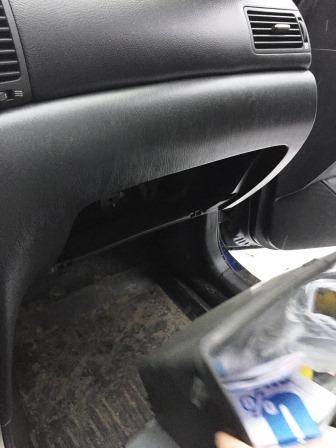 Снимаем бардачок Toyota Corolla E120