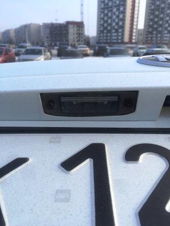 Снятие и замена лампы подсветки номера на Kia Ceed ED