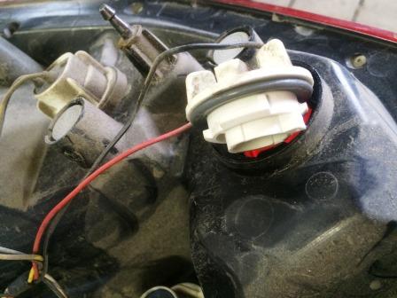 Снимаем лампу стоп сигнала на Chevrolet Aveo T250
