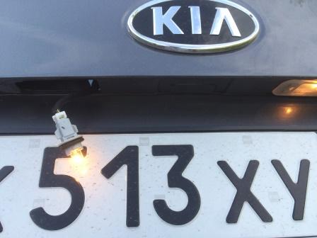 Вставляем лампу и проверяем работоспособность Kia Rio 3
