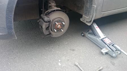 Передний тормозной диск и суппорт Kia Rio 3