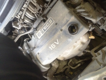 Выкручиваем 4 болта на верхней панели Chevrolet Aveo T250