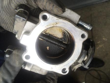 Снятие и чистка дроссельной заслонки Chevrolet Aveo T250