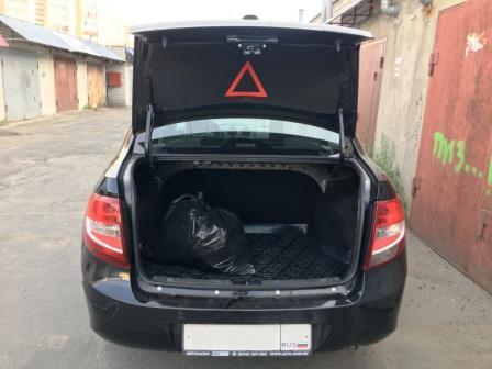 Открываем багажник Лада Гранта