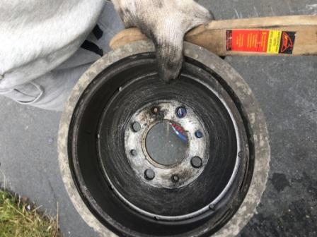 Чистим барабанный диск Лада Гранта