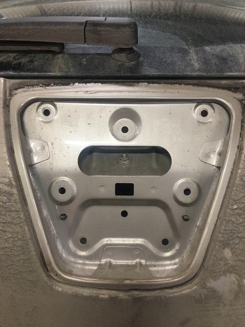 Место крепления корпуса кнопки Opel Astra J