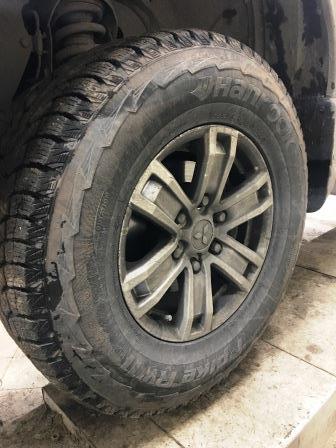 Откручиваем переднее колесо Mitsubishi L200