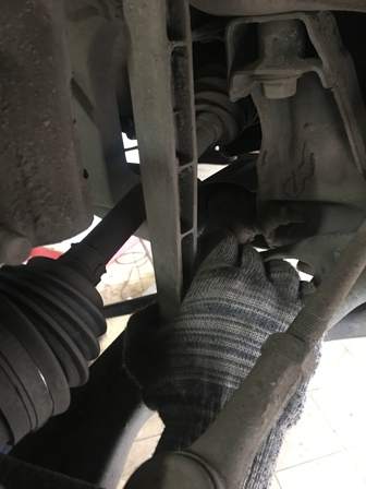 Откручиваем стойку стабилизатора Chevrolet Aveo T300