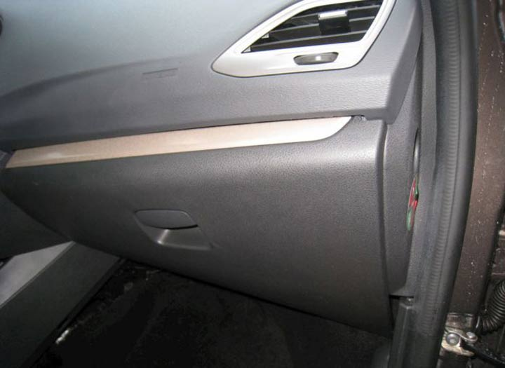 Демонтаж и замена фильтра салона на автомобиле Лада Веста