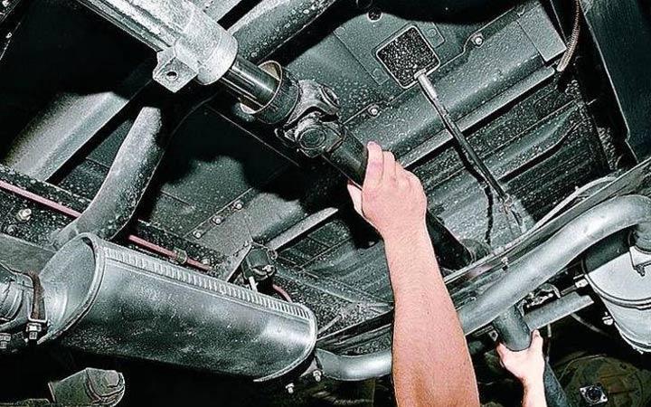 Замена крестовины карданного вала ВАЗ 2107