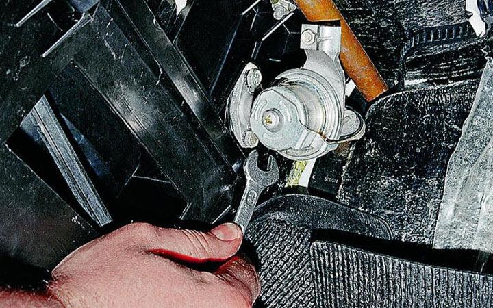 Демонтаж крана отопителя на ВАЗ 2107 ремонт авто своими руками