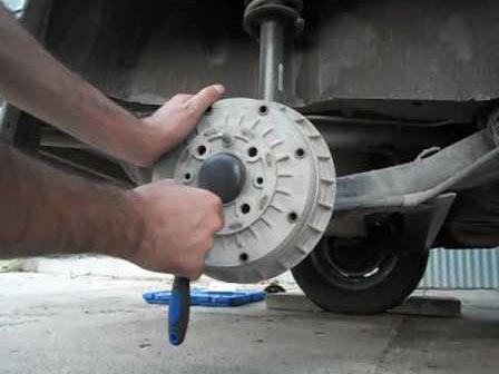 Замена задних тормозных колодок ВАЗ 2113, 2114, 2115