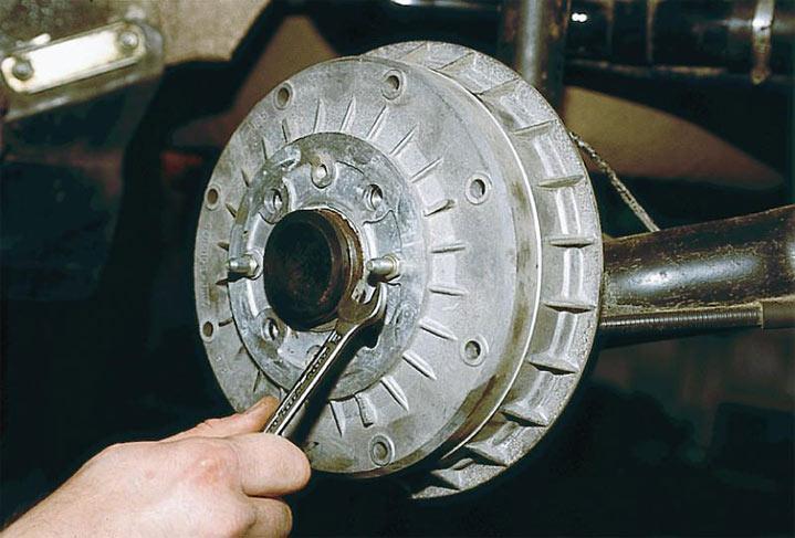 Пошаговая инструкция замены тормозных колодок ВАЗ 2110, 2111, 2112 фото и видео работ