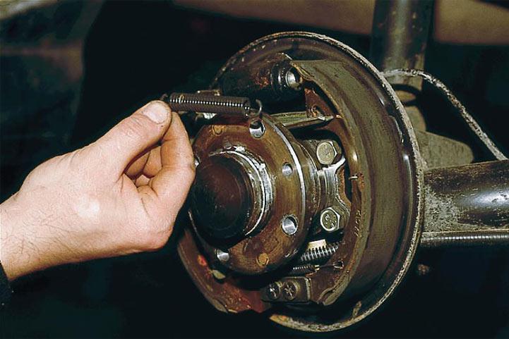 Как заменить задние тормозные колодки на ВАЗ 2110, 2111, 2112 пошаговая инструкция