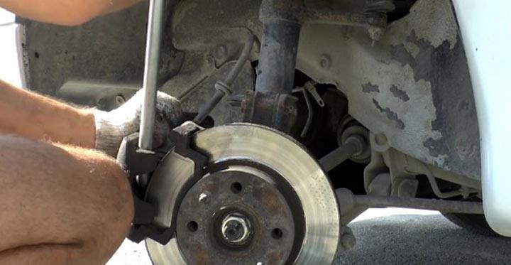 Все о замене передних тормозных колодок своими руками на авто ВАЗ 2113, 2114, 2115