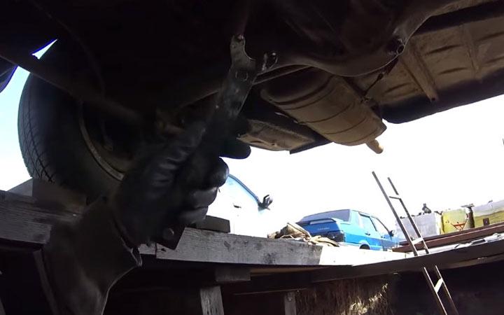 Инструкция как заменить сальник редуктора заднего моста ВАЗ 2107