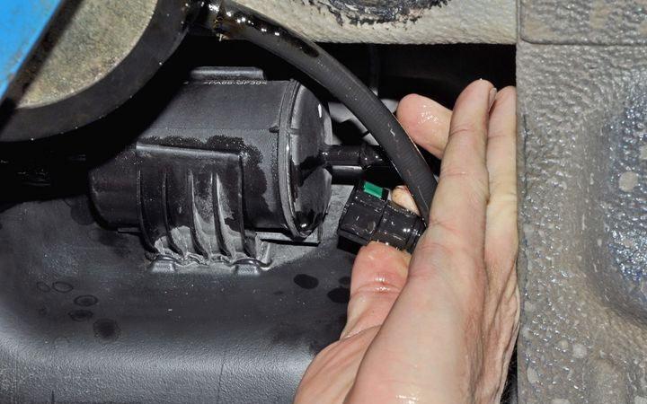 Как самому заменить топливный фильтр на Лада Гранта