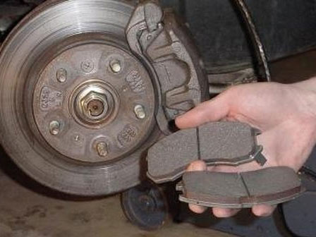 Замена передних тормозных колодок Лада Гранта