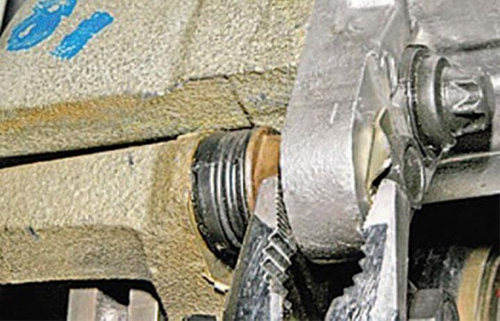 Пошаговая инструкция замены передних тормозных колодок на Лада Гранта