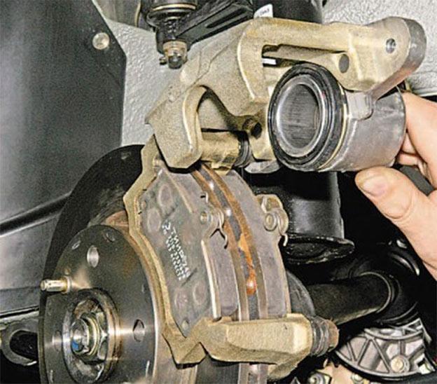 Все о замене передних тормозных колодок Лада Гранта
