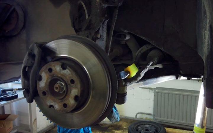 Замена втулок стабилизатора на автомобиле Лада Веста (фото инструкция)