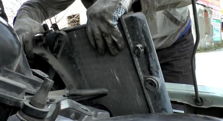Демонтируем радиатор двигателя ВАЗ 2113, 2114, 2115