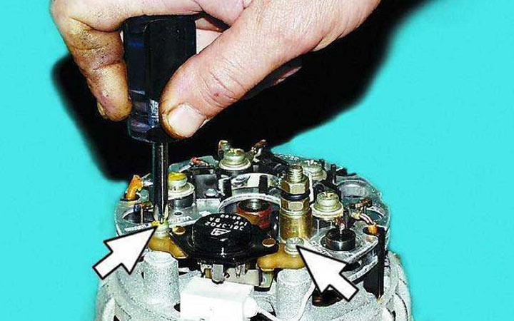 Замена щеток генератора на ВАЗ 2113, 2114, 2115 с полным демонтажом узла - пошаговая инструкция