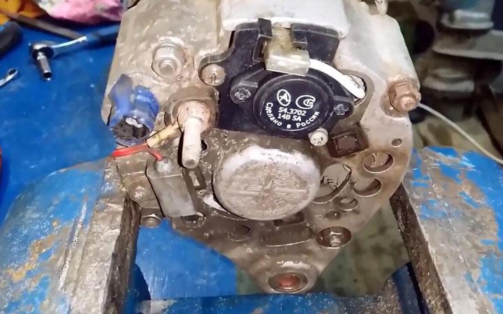 Щетки генератора на ВАЗ 2107 - замена, демонтаж узла, как выполнить ремонт