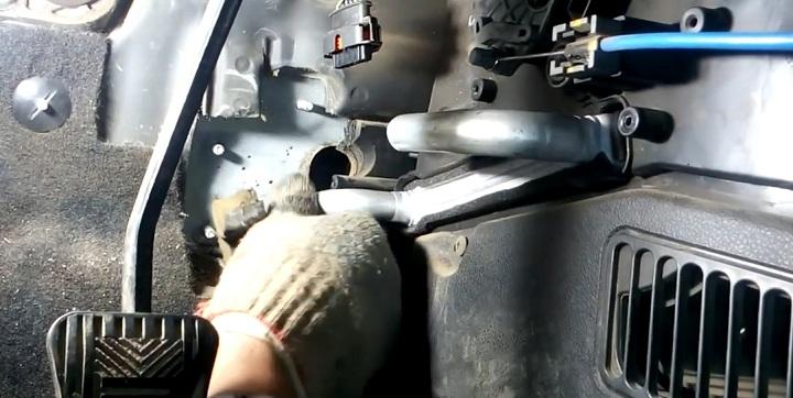 Установка радиатора печки Лада Гранта