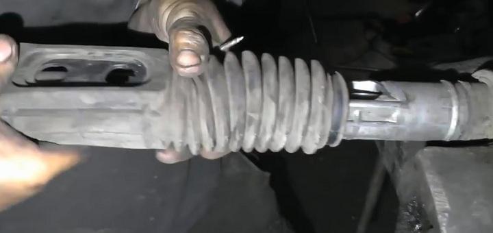Снятие пыльника рулевой рейки ВАЗ 2110 своими руками