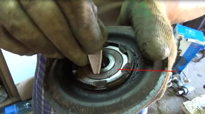Как выполнить замену передних амортизаторов ВАЗ 2113, 2114, 2115 своими руками
